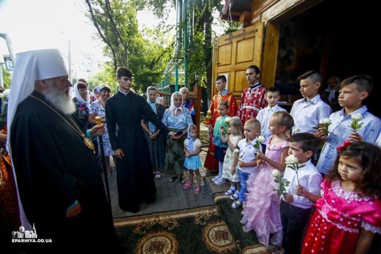 Митрополит Агафангел совершил Божественную литургию с сурдопереводом