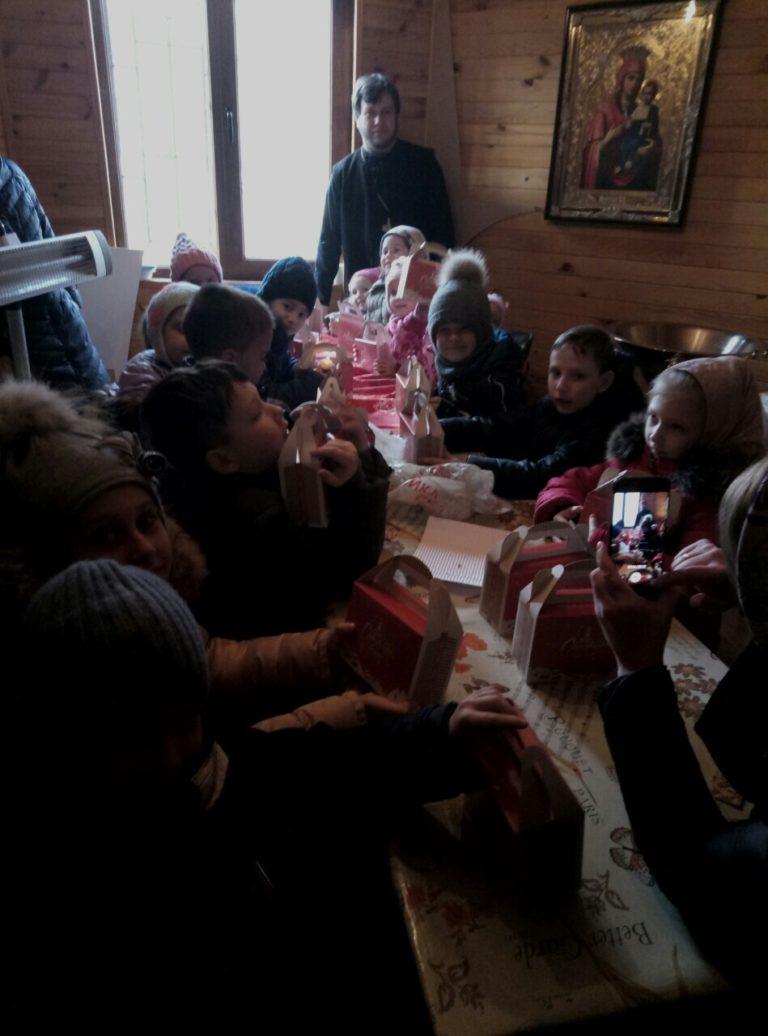 Праздничное выступление детей воскресной школы ко дню святого Николая Чудотворца